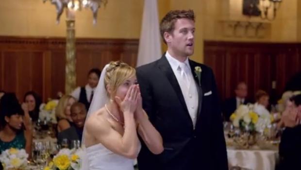 Sumber : https://www.cbsnews.com/news/watch-maroon-5-crash-weddings-in-sugar-video/