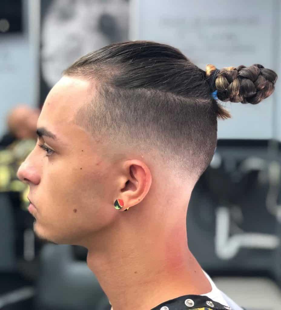 model rambut pria top knot